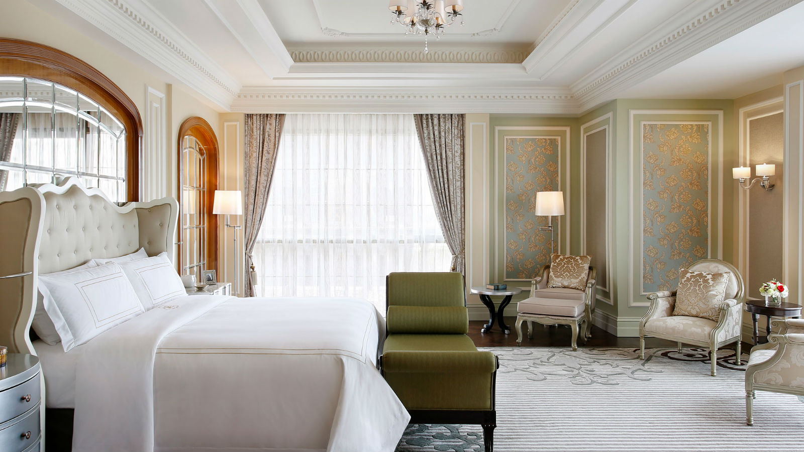 St regis suite at st regis luxury hotel in dubai for Best hotel rooms in dubai